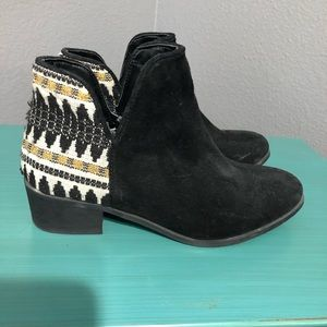 Steve Madden black embroidered booties